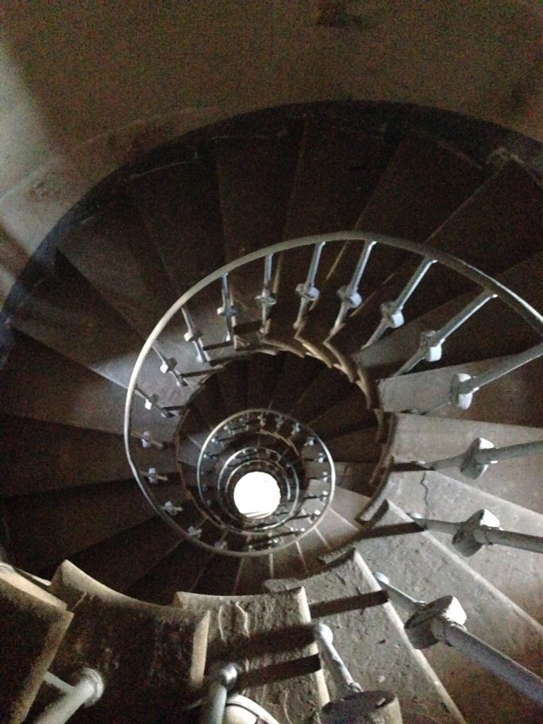 Spiral staircase in the column